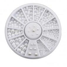 Камъчета перлени топчета в кутийка с различни размери, кръгли